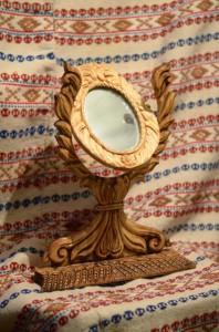 Oglinzi cu rame de lemn