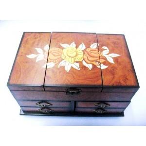 Cutii de bijuterii din lemn pictate
